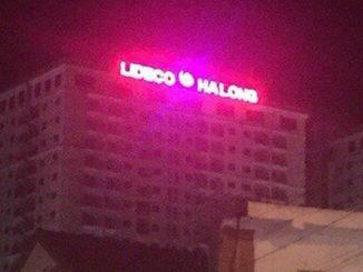 Làm bộ chữ nổi trên nóc tòa nhà tại Quảng Ninh